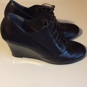 Shoes - Black Areosoles Size 10